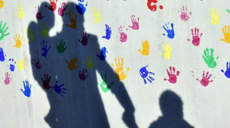 Eltern fühlen sich oftmals mit ihren Problemen allein gelassen. Das muss nicht sein. Sie können eine Erziehungsberatung in Anspruch nehmen.