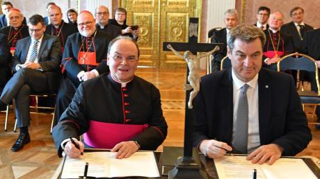 Bereits am 13. März ist Bertram Meier im Prinz-Carl-Palais in München als ernannter Bischof von Augsburg durch Ministerpräsident Markus Söder auf das Grundgesetz und die Bayerische Verfassung vereidigt worden.