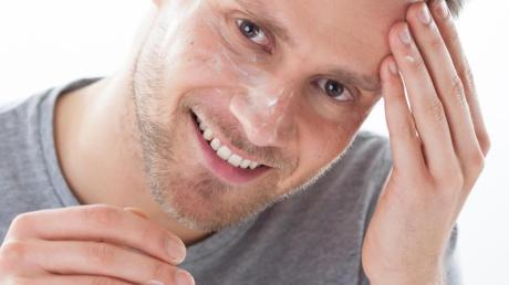 Männerhaut ist fester und robuster als die der Frau - und braucht daher eigene Pflegeprodukte.