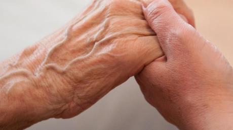 Die Corona-Pandemie hat für viele Pflegende zu einer höherenBelastung geführt.