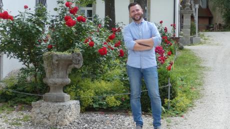 Bürgermeister Jürgen Leberle im Schlossgarten in Reimlingen.