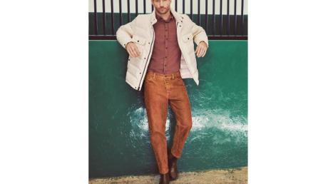 Lässige Kleidung statt Maßanzug:Im Herbst/Winter darf Mann mit Jeans und Chinos, hier von Alberto, ins Büro (Hose ca. 140 Euro).