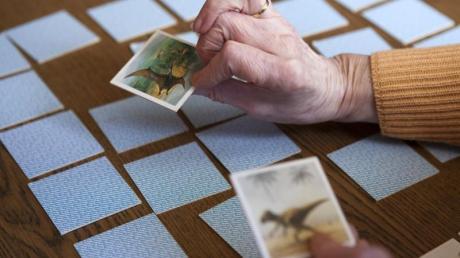 Spiele wie Memory sind gut für die geistige Fitness – und sie können helfen, Gutes zu tun. Das zeigt sich an der virtuellen Version einer Merchinger Firma.