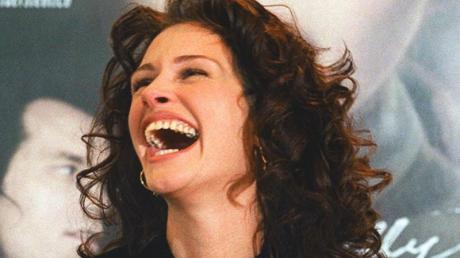 US-Schauspielerin Julia Roberts lacht herzhaft während der Berlinale-Pressekonferenz zu ihrem Film «Mary Reilly».