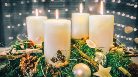 In der Weihnachtszeit hat die Gärtnerei Reuß aus Neusäß passende Angebote für ihre Kunden - wie zum Beispiel einen selbst gebundenen Adventskranz.