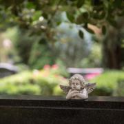 Michaela Fischer, deren Mann an Corona starb, will in Augsburg eine Selbsthilfegruppe für Angehörige von Covid-19-Verstorbenen gründen.