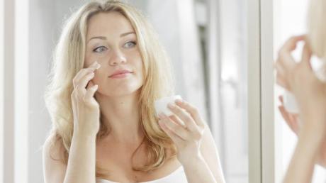 Viele Tagescremes enthalten auch einen kleinen UV-Schutz.