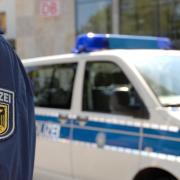 Eine Beamtin der Bundespolizei hat sich kurzerhand ein E-Bike geliehen, um einen Schwarzfahrer zu verfolgen.