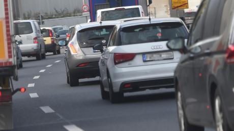 Zwischen Dettingen und Altenstadt staut sich der Verkehr.