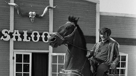 Manfred Raible alias Fred Rai in seiner Westerncity in der Nähe von Dasing. Das Foto entstand 1981.