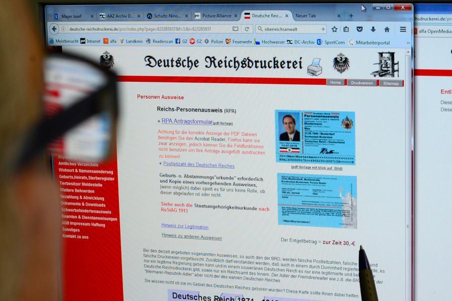 Augsburg: Polizei bewacht Prozess gegen mutmaßliche Reichsbürger ...