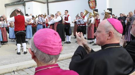 Ständchen zum 70. Geburtstag von Bischof Konrad Zdarsa, gespielt vom Allgäu-Schwäbischen Musikbund. Geht das künftig nicht mehr?
