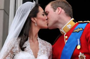 """Durch die Hochzeit erhielt die Braut den Titel """"Ihre königliche Hoheit Catherine Elizabeth, Duchess of Cambridge, Countess of Strathearn, Baroness Carrickfergus""""."""