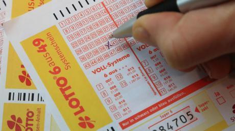 Wer die richtigen Lottozahlen heute ankreuzt, könnte um rund 4 Millionen Euro reicher werden.