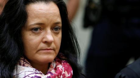 Beate Zschäpe ist wegen zehnfachen Mordes und der Mitgliedschaft in einer terroristischen Vereinigung zu lebenslanger Haft verurteilt worden.