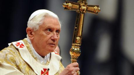Papst Benedikt XVI. im Jahr 2010: Damalserfuhr die Öffentlichkeit durch immer neue Berichte, dass es innerhalb der katholischen Kirche zahlreiche Missbrauchsfälle gegeben hat.
