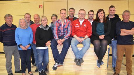 Dem neuen Vorstandsgremium des Sportvereins Unterroth gehören wieder 13 Personen, darunter vier gleichberechtigte Vorsitzende mit unterschiedlichen Aufgabenbereichen, an.