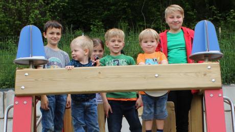 Die Kinder nahmen die neue Einsatzzentrale direkt in Beschlag.