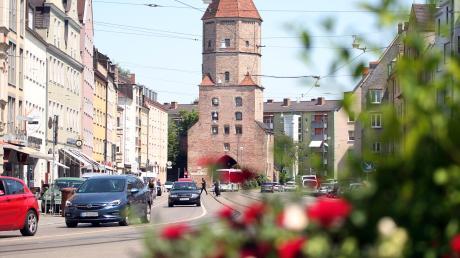 Die Jakoberstraße ist die zentrale Verkehrsader für die Jakobervorstadt und für Pendler aus der und in die Innenstadt. Daher ist sie stark vom Verkehr belastet, gleichzeitig fehlt es an Parkplätzen.