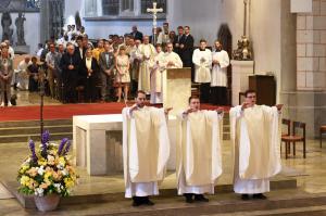Copy%20of%20Die_neugeweihten_Priester_spenden_den_Primizsegen._(Foto_Simone_Zwikirsch_pba).tif