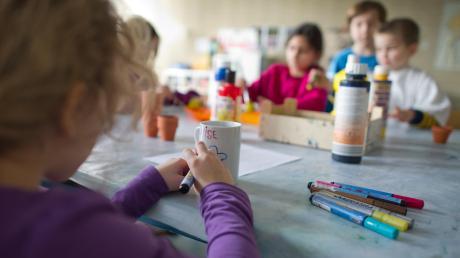 Not macht erfinderisch – nachdem für die Mittags- und Ferienbetreuung in der Grundschule Göggingen-West in Zukunft 40 Plätze wegfallen, haben sich Eltern und Vereine zusammengetan.