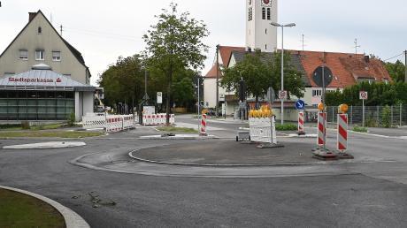 Die monatelangen Bauarbeiten im Bärenkeller neigen sich dem Ende zu. Der Kreisverkehr an der Hirblinger Straße wird demnächst freigegeben.