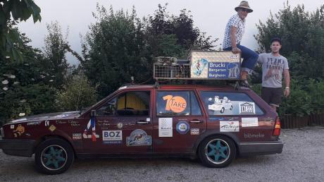 Karlheinz Gensberger (links) und sein Sohn Philipp fuhren mit ihrem 31 Jahre alten Passat von Deutschland aus über 10.000 Kilometer in den Osten. Bei der Rallye nach Zypern ging es nicht etwa um Geschwindigkeit, sondern um einen sozialen Zweck.