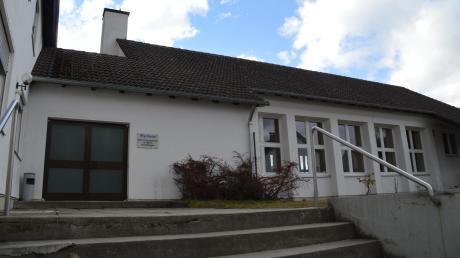 Das Pfarrheim der katholischen Pfarrgemeinde St. Martin ist in die Jahre gekommen. Die Verantwortlichen hatten sich eigentlich einen Neubau auf dem Kirchplatz gewünscht. Doch dazu kam es nicht. Jetzt soll das Gebäude in der Riedhauser Straße saniert werden.