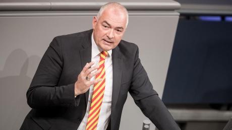 Das Büro des CDU-Bundestagsabgeordneten Axel E. Fischer ist am Donnerstag durchsucht worden. Zuvor hatte der Bundestag seine Immunität aufgehoben.