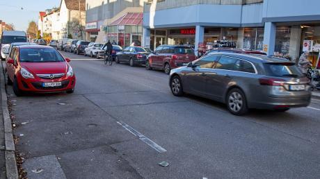 Verdreckt, zugeparkt und unattraktiv finden viele Haunstetter die Hofackerstraße, wie beim Stadtteilgespräch von mehreren Teilnehmern geäußert wurde.