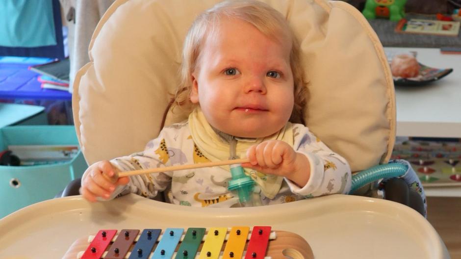 Seit wenigen Tagen ist der kleine Finn endlich in seinem Zuhause in Dillingen. Fast 18 Monate hat es gedauert.