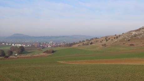 Links ist die Gemeinde Riesbürg im Ostalbkreis, rechts liegen die Ofnethöhlen im Landkreis Donau-Ries. Die kleinteiligen Territorien, wie es sie im 18. Jahrhundert gab, sind heute nicht mehr vorhanden.