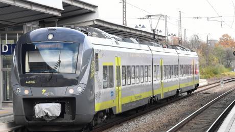 Ein Zug von Agilis am Günzburger Bahnhof.