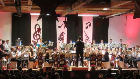 Viele bekannte Filmmelodien spielte der Musikverein Haunsheim beim Jahreskonzert im Kornstadel.