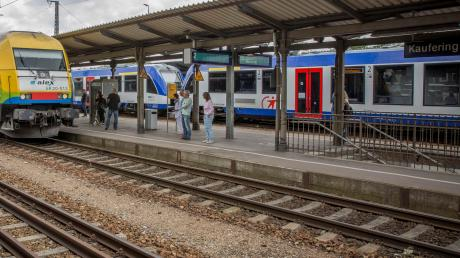 Das Thema Barrierefreiheit am Kauferinger Bahnhof beschäftigt den Bürgermeister und die Einwohner. Jetzt läuft eine Online-Petition.