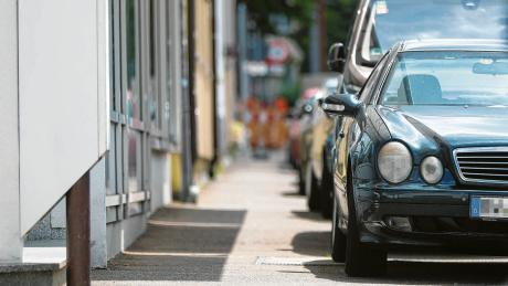 Wenn der Platz breit genug ist, kann die Stadt das Gehwegparken erlauben.