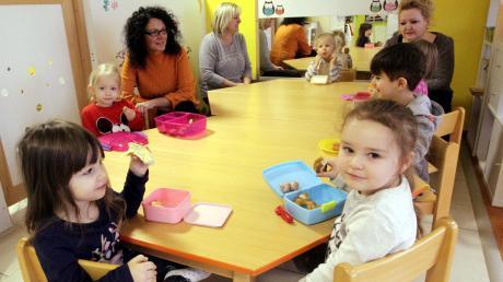 Elsa de Jesus und ihre Kolleginnen Silvia Faber und Katalin Ungor (von links) betreuen in der Großtagespflege von Montag bis Freitag Kinder.
