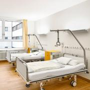 Erneut ist ein Mensch im Landkreis Neu-Ulm am Coronavirus gestorben.