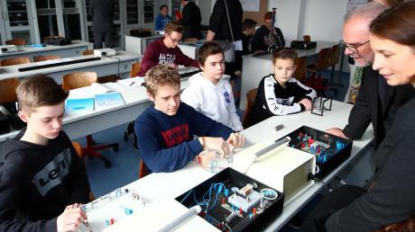 Im frisch sanierten Fachklassentrakt des Weißenhorner Gymnasiums sind die Räume für die Naturwissenschaften untergebracht.