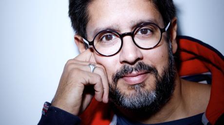 """Hasnain Kazim arbeitete 14 Jahre lang für """"Spiegel"""" und """"Spiegel Online"""". Künftig will er sich stärker seinen Buchprojekten widmen. Mit """"Post von Karlheinz"""" gelang ihm 2018 ein Bestseller."""