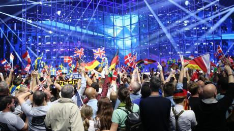 ESC 2021: In diesem Jahr wird der Eurovision Song Contest anders ausgetragen als gewohnt. Alles über Termine und Zeitplan erfahren Sie hier.