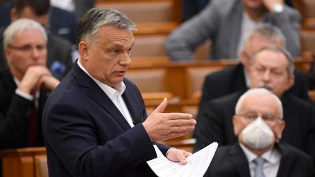 Das ungarische Notstandsgesetz ermöglicht Ministerpräsident Viktor Orbán, auf unbegrenzte Zeit und ohne parlamentarische Kontrolle nur mit Verordnungen zu regieren.