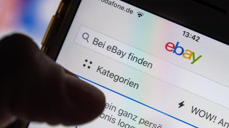 Eine Studie aus Augsburg zeigt, dass das Surfen im Internet mit dem Smartphone für erhebliche CO2-Emissionen sorgt.