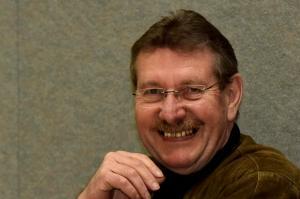 Mit einem Lachen in den Ruhestand: Bernd Steiner verabschiedet sich nach 36 Jahren als Bürgermeister von Syrgenstein. Das Bild entstand im Rahmen der DZ-Podiumsdiskussion in der Bachtalhalle.