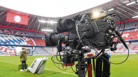 Mit Geisterspielen ohne Zuschauer werden die 1. und 2. Fußball-Bundesliga fortgesetzt. Ex-Profi Frank Wiblishauser aus Memmingen glaubt, dass diese besondere Situation der Zukunft des Fußballsports guttun könnte.