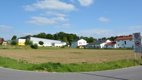 Das bestehende Mischgebiet westlich des Verbrauchermarktes soll in ein allgemeines Wohngebiet umgewandelt werden, in dem auch Mehrfamilienhäuser und Wohnungen entstehen.