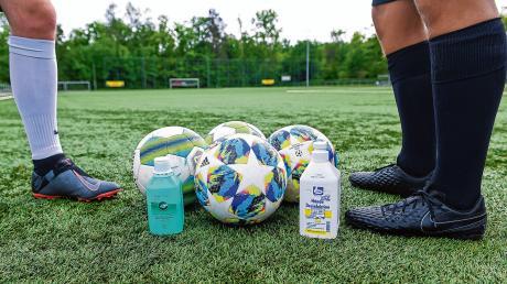Auf den Sportplätzen sind Trainingseinheiten wieder erlaubt, allerdings nur unter strengen Hygienevorschriften. In einigen Vereinen aus der Region will man deshalb vorerst auf weitere Lockerungen warten.