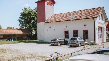 Direkt neben dem Riederauer Feuerwehrhaus sollen Container aufgestellt werden, um dort Kindergartenkinder zu betreuen.