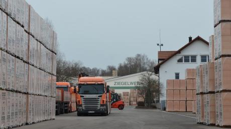 Das Ziegelwerk Wiest in Bellenberg strebt an, weiteres Aushubmaterial von Tunnelbauarbeiten für Stuttgart 21 für seine Produktion zu nutzen.