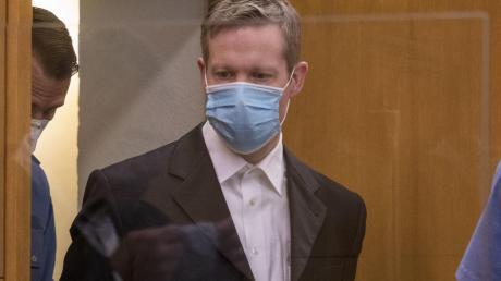 Der Hauptangeklagte Stephan E. am ersten Tag des Prozesses. Der fand unter hohen Sicherheitsvorkehrungen statt.